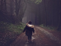 Jak ubrać dziecko na jesienny spacer? – praktyczne wskazówki